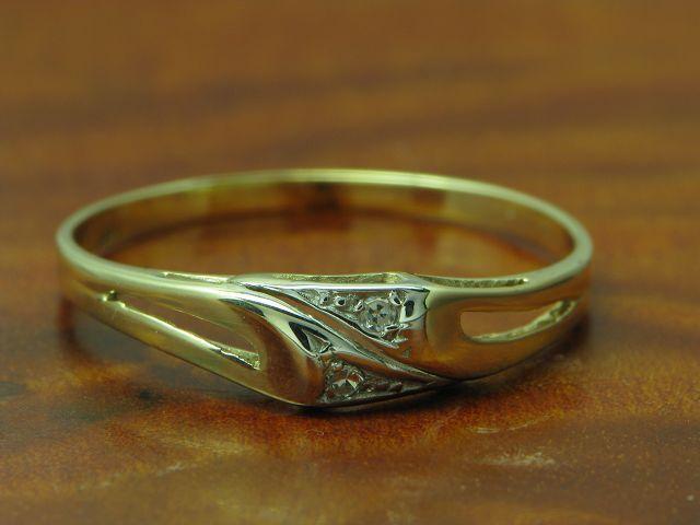 8kt 333 yellowgold Ring mit Diamant Besatz   1,1g   RG 56