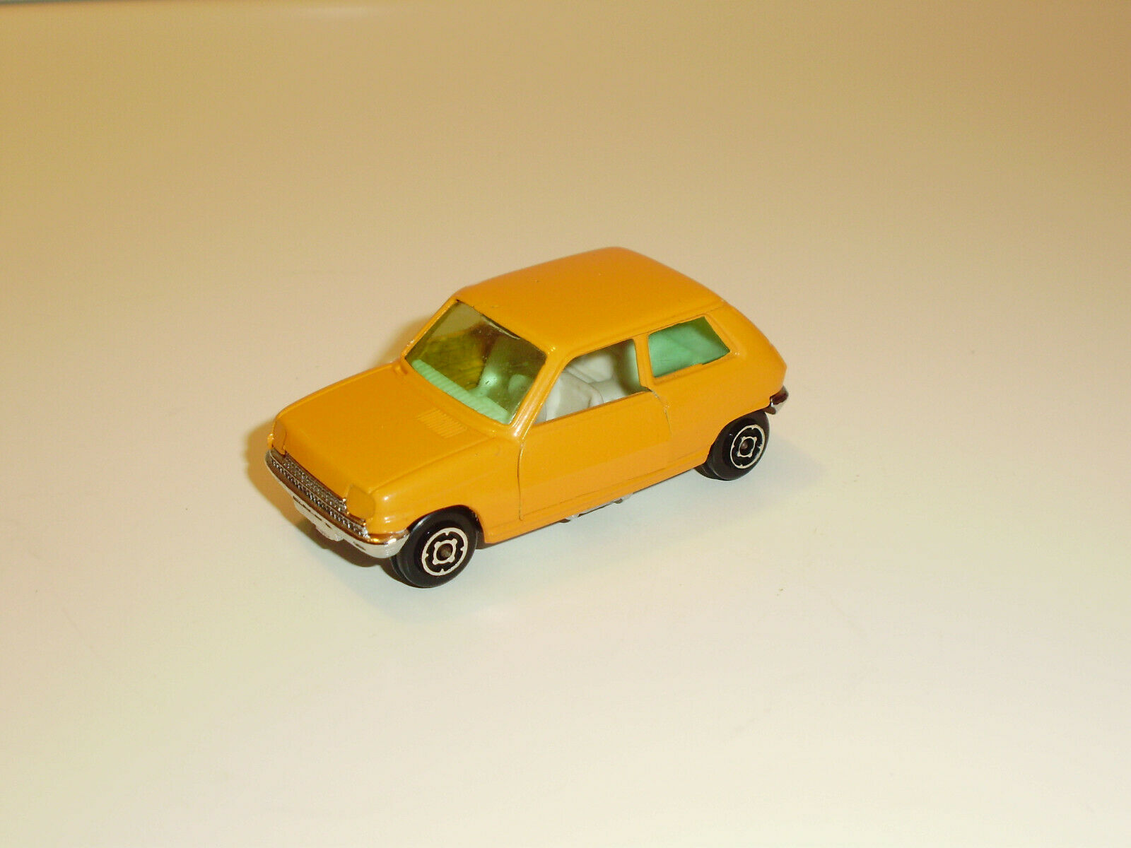 Renault 5 orange with metal base chrome guisval. in perfect condition