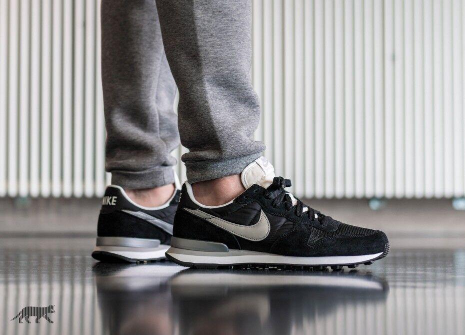 Nike Internationalist Black Silver White size 8.5 828041-003. air max flyknit