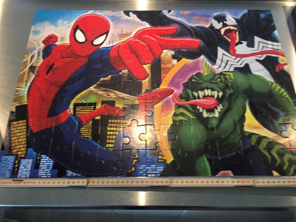 Spiderman puslespil, 104 brikker med Spiderman,