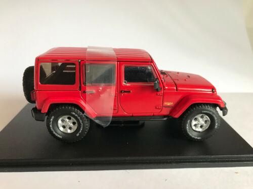 2017 Jeep Wrangler Unlimited Sahara rojo 1:43 con vitrina