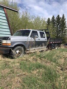 Flat deck truck