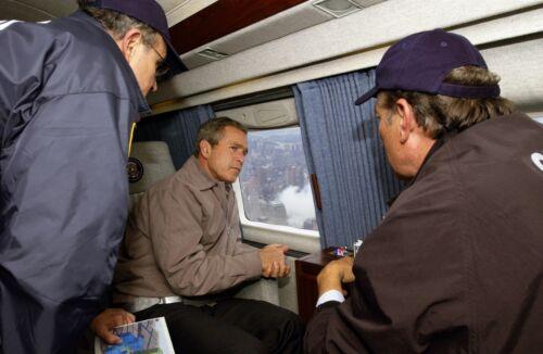 President Bush flies over Ground Zero in Marine One with Giuliani Photo Print
