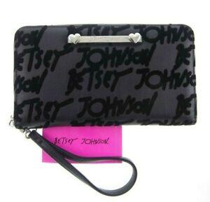 8x4-5-034-Betsey-Johnson-2-Tone-Black-Velvety-Felt-Graffiti-Wallet-Wristlet-Zip-Up