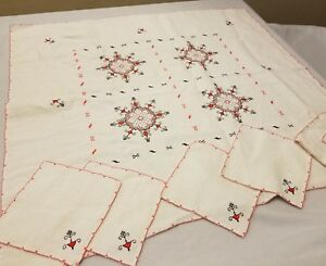 Vintage-Embroidered-Table-Cloth-with-6-Matching-Napkins-Red-Lace-Unique-Decor