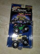 2001 Hot Wheels Collector Book W/ Avenger & Wild Thang Monster Jam Trucks 1 64