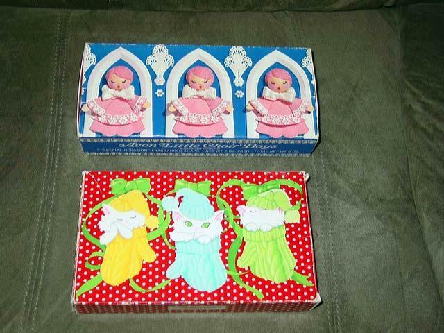 Vintage AVON - (2) Sets Sets Sets of Boxed Christmas Soap - Kittens & Choir Boys Sets 42fd45
