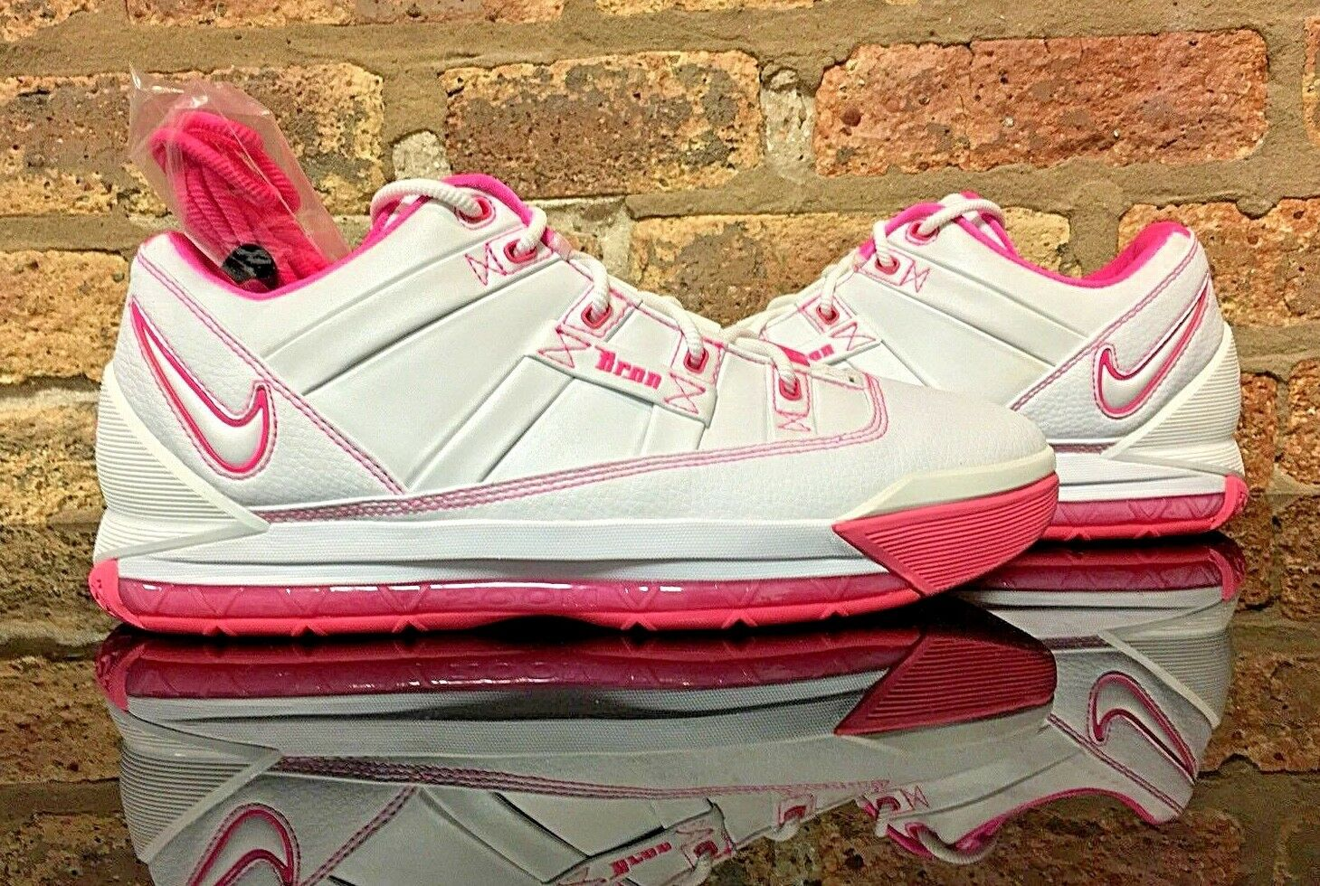 Nike LeBron III (3) Low Gloria DS Mens Size 11 White Pink PE Player Exclusive