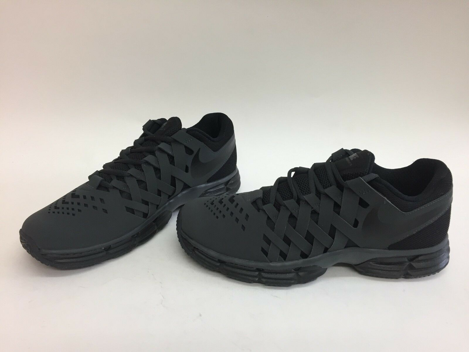 NIB MENS SIZE 10 NIKE LUNAR FINGERTRAP TRAINING SNEAKERS ANTHRACITE 898066-010