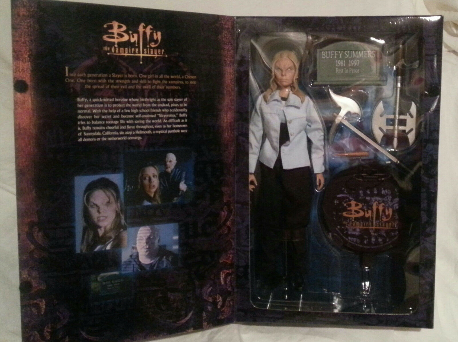 SIDESHOW 12  BUFFY THE VAMPIRE SLAYER VAMPIRE BUFFY EXCLUSIVE FIGURE...IN BOX