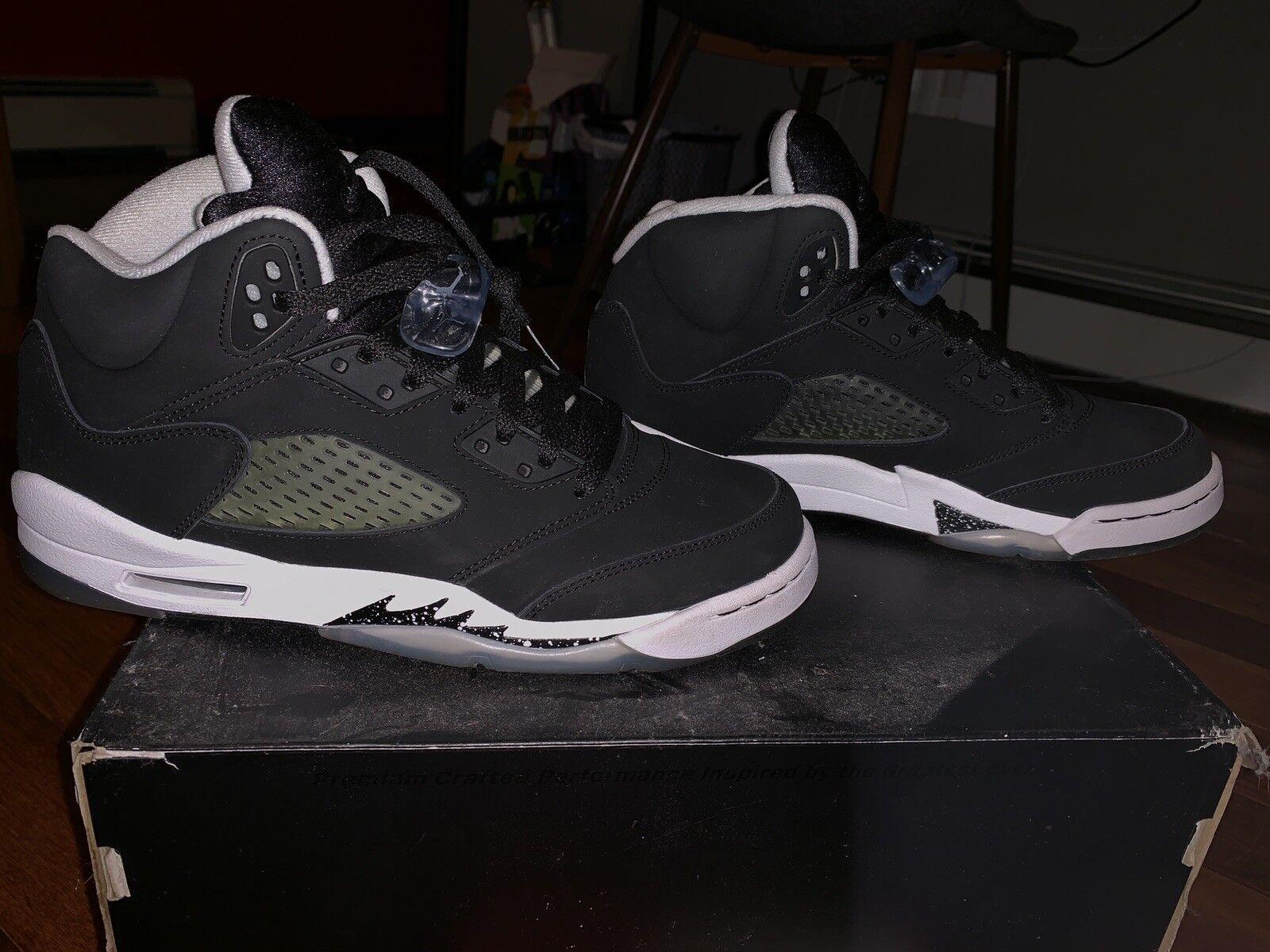 5449ac755c5 Nike Air Jordan Retro V shoes, 7 US, Black & White Oreo 5s Size ...