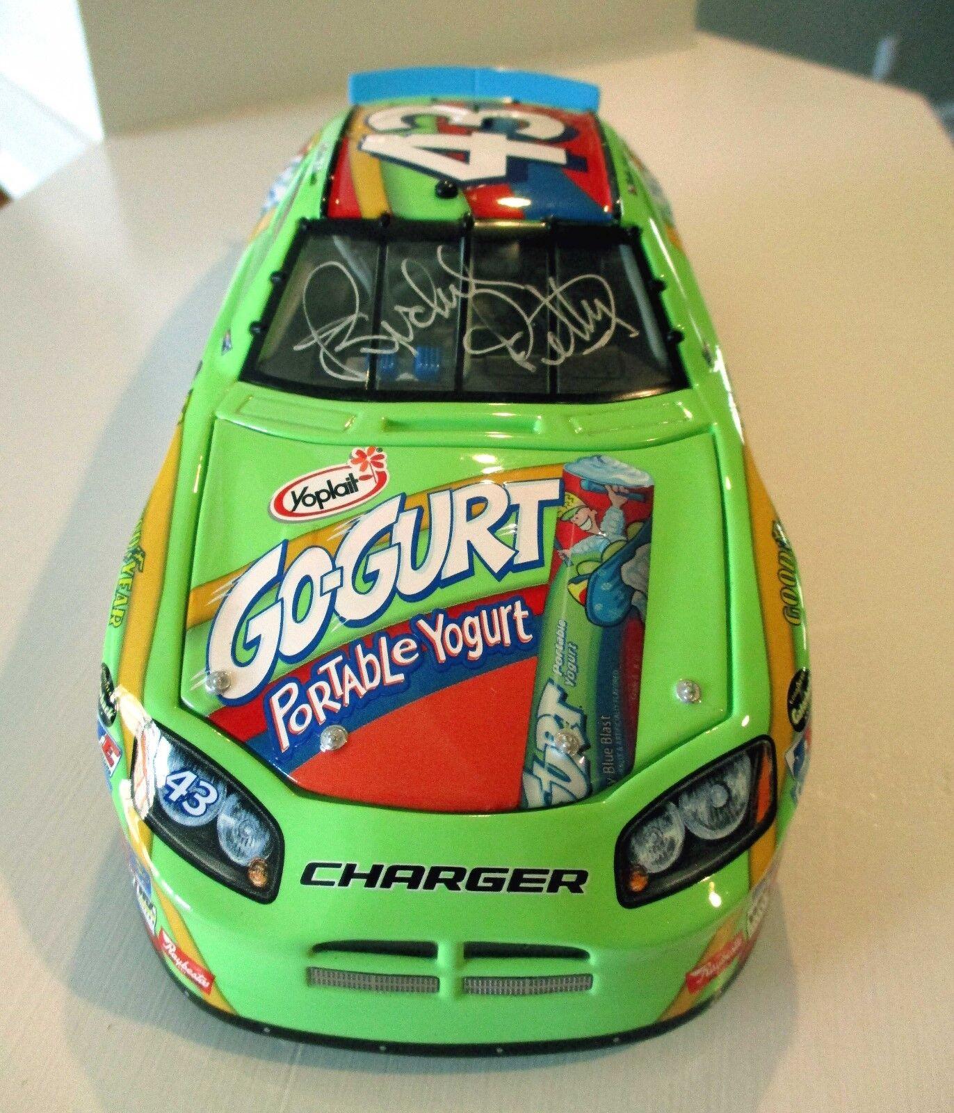 ventas en linea Poco común 2006 2006 2006  43 Richard Petty Ángel de Mazinger firmado  43 go-Correa 1 24 DODGE Cochegador-casi nuevo y sin usar en caja  hermoso