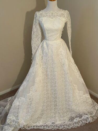 Vintage 1950's White Lace Wedding Dress Gown & Vei