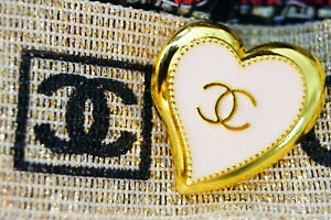 One-Stamped-Vintage-Heart-Chanel-Button-logo-cc-gold