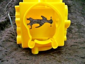 Winnie-The-Pooh-Cookie-Cutter-Cube-Yellow-Plastic-Baking-Tool-New-6-Characters