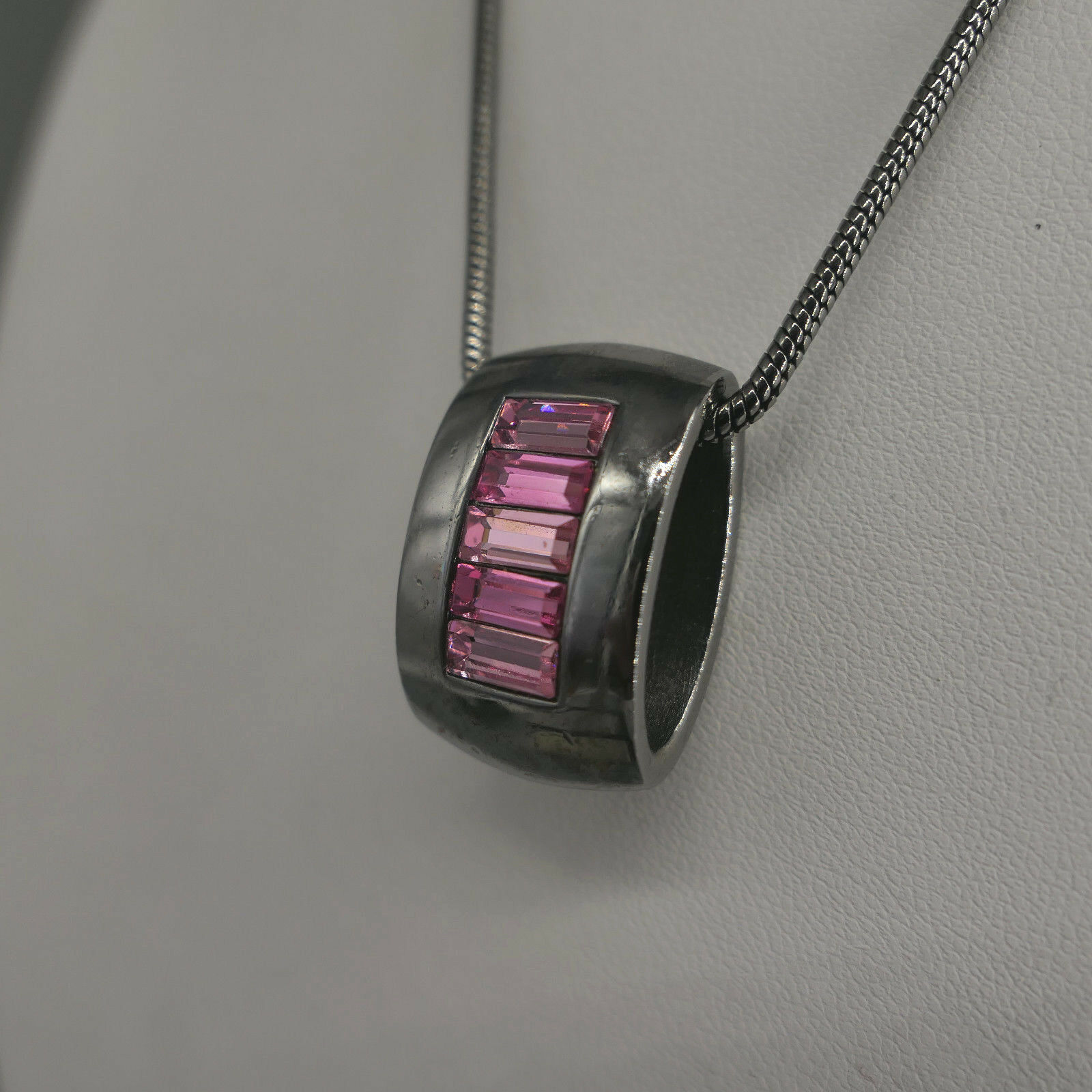 GROSSE - JEWELS Pforzheim, Anhänger mit Kette, pink- farbene Steine