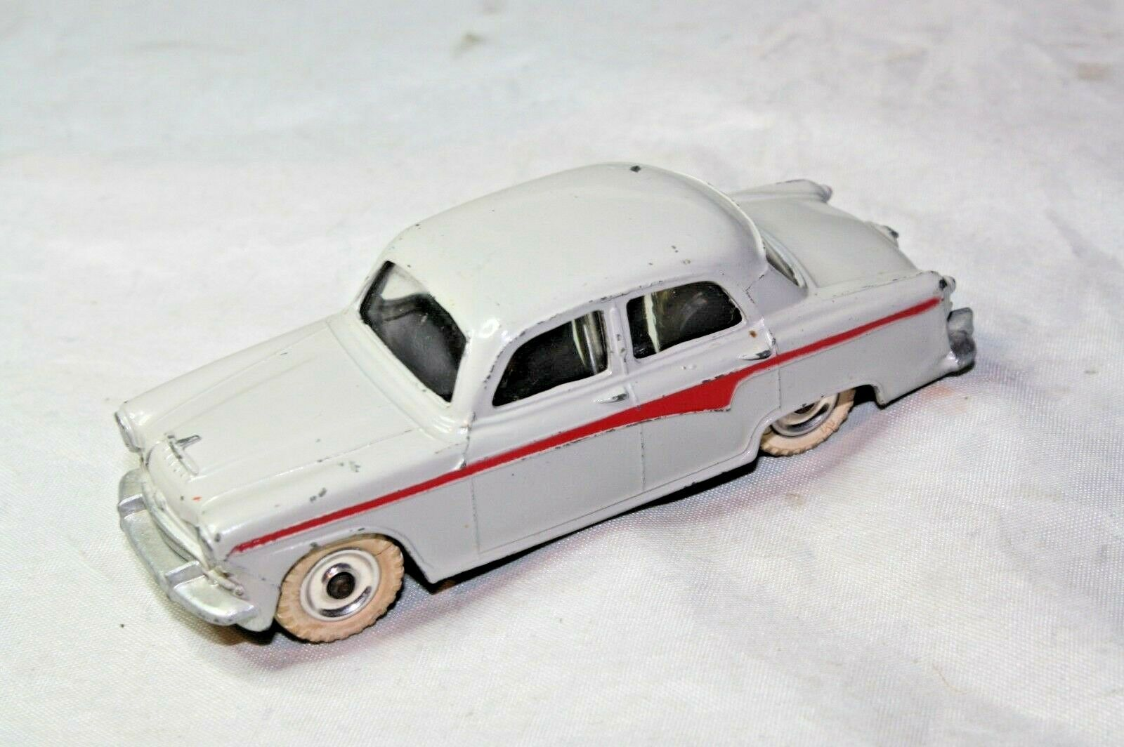 Dinky 176 Austin A105, Very Good Condition, Scarce Spun Hub Version