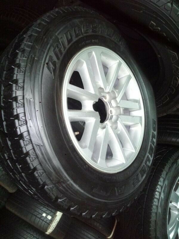 """17"""" Toyota Hilux/Fortuner original mag with used 265/65/17 to use for spare R1899."""