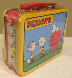 "New Sealed PEANUTS SNOOPY ""House"" Metal Handled Lunchbox MINI CARRYING CASE TIN"
