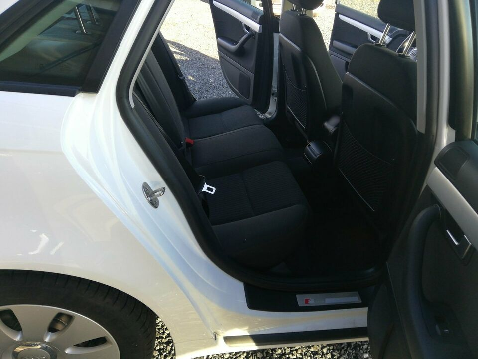 Audi A4 2,0 Benzin modelår 2007 km 132000 Hvid nysynet ABS
