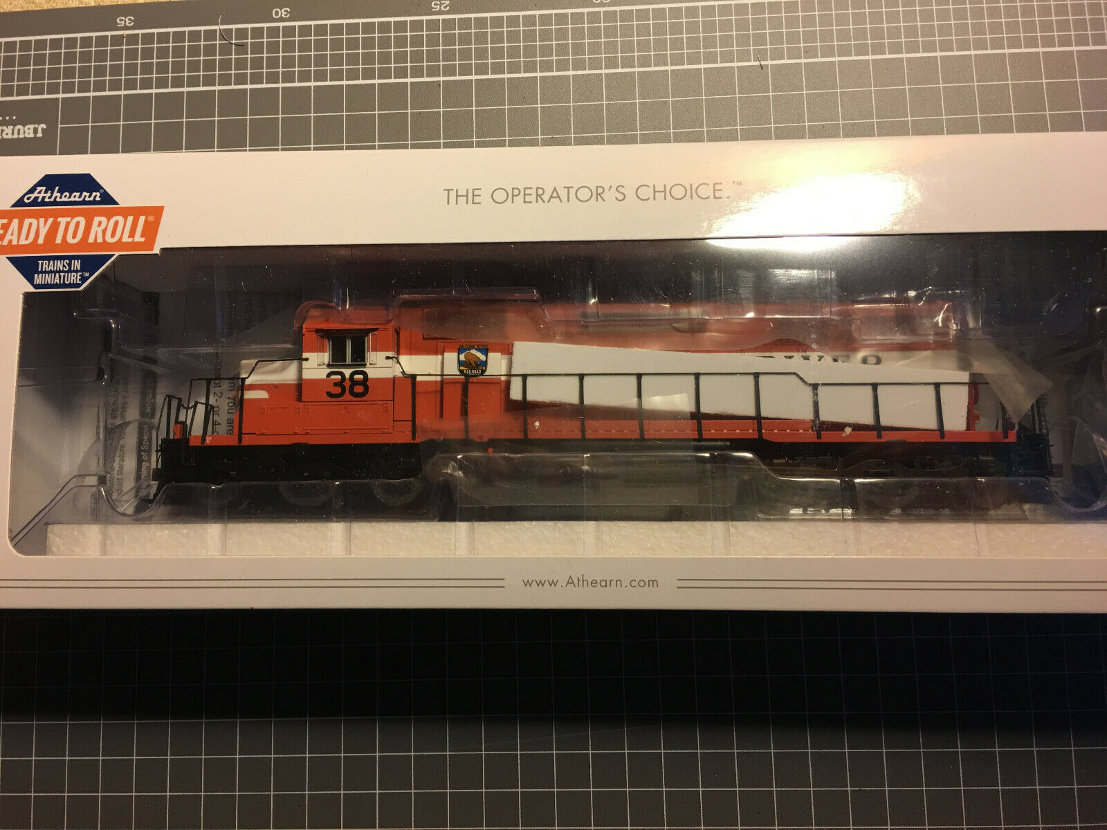 Athearn HO SD38 McCLoud River  37 (w factory Econami DCC & Sound)