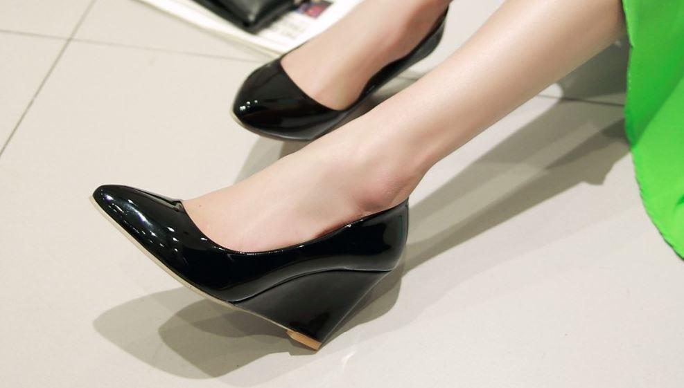 Schuhe Pumps Elegant Komfortabel Frau Keilabsätze 8 X Schwarzes Leder Kunststoff