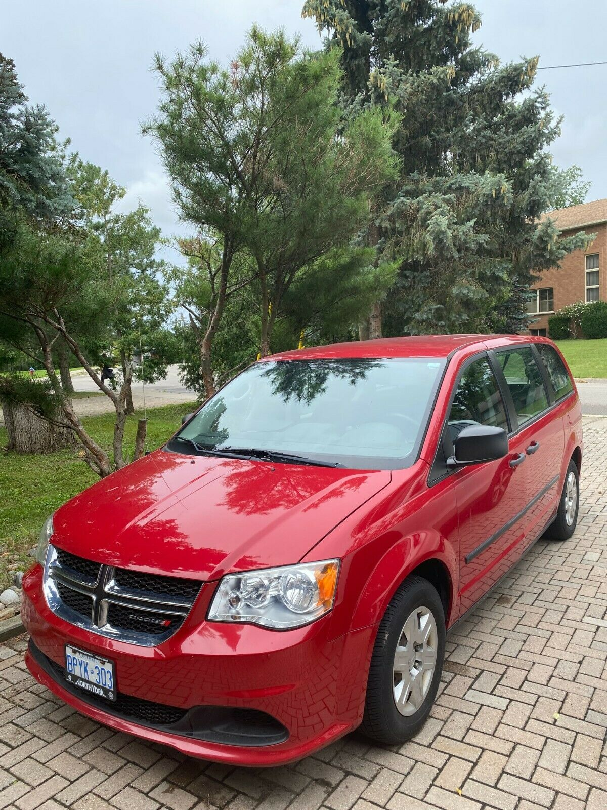 Dodge Grand Caravan first owner (very low mileage), certified, new engine