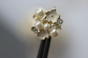 Very-Pretty-Designed-Stras-zierknopf-With-Pearls-Probably-From-2010