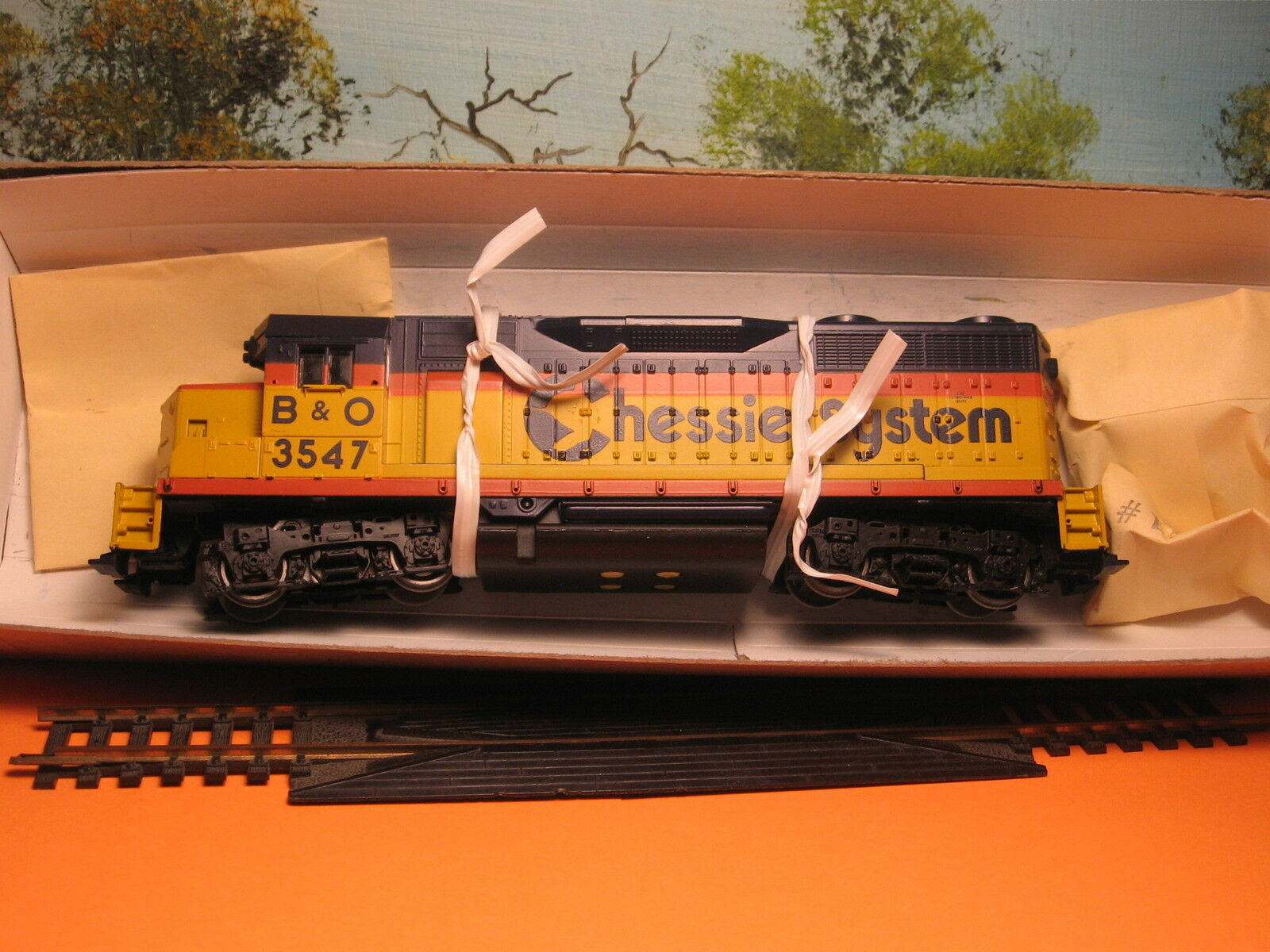 ATHEARN HO SCALE  4208 GP-35 CHESSIE SYSTEM  3547 POWER