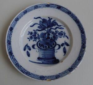 Delft-Assiette-en-faience-decor-camaieu-bleu-de-fleurs-XVIIIe-siecle