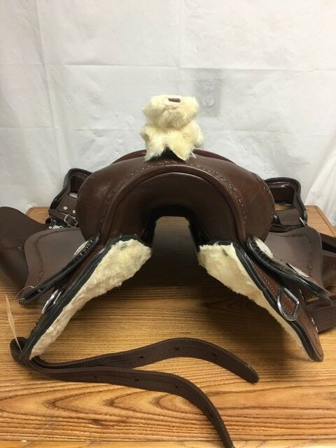 Tahoe Barbed Wire Tooled Leather Trail Saddle, Mohogany, 14