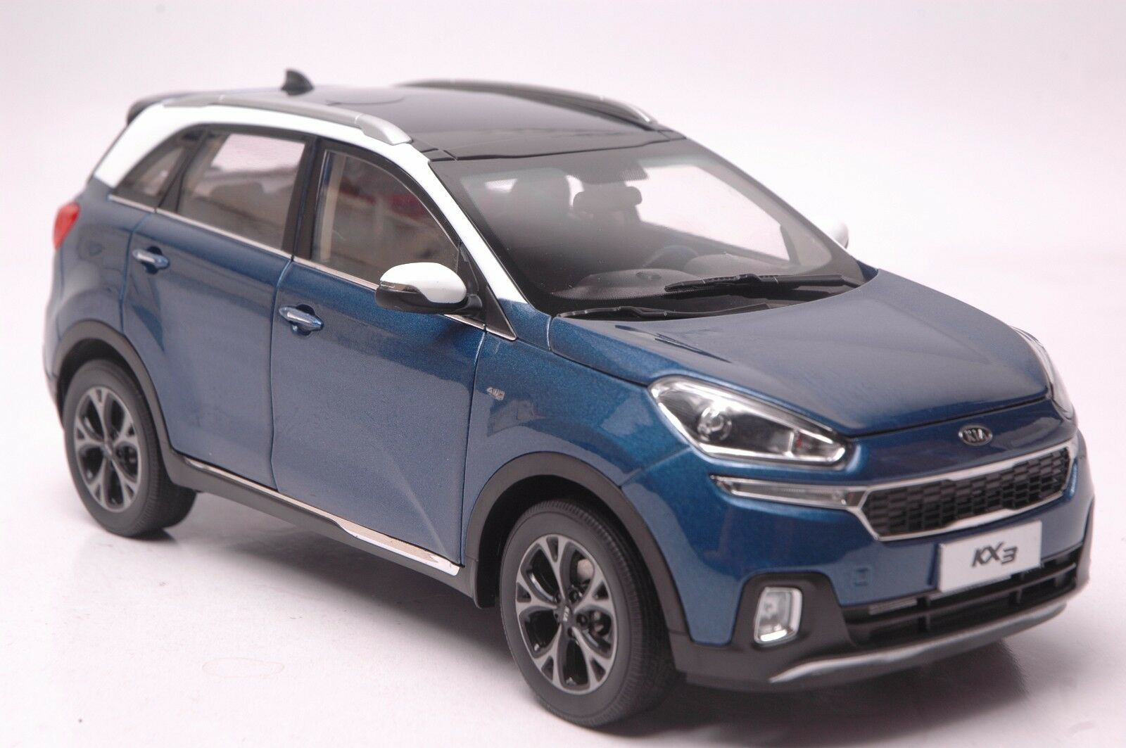 Kia Kia Kia Kx3 car model in scale 1 18 bluee 903ab2
