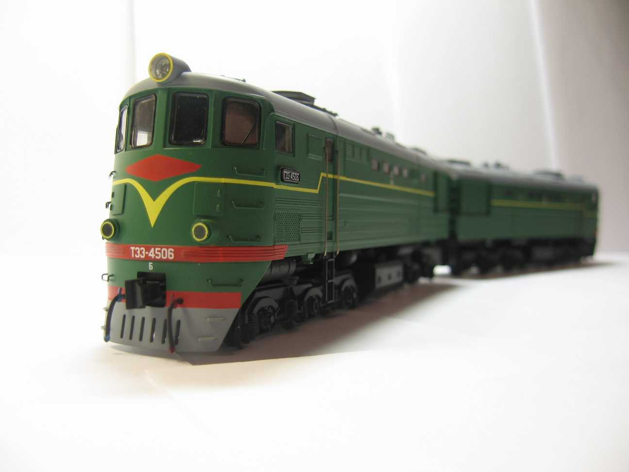 Kit for assembly of Soviet Diesel Locomotive TE3 type HO scale