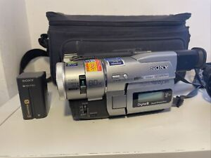 Sony Digital Handycam DCR-TRV110E Digital 8 Camcorder with Extras. VGC. Working.