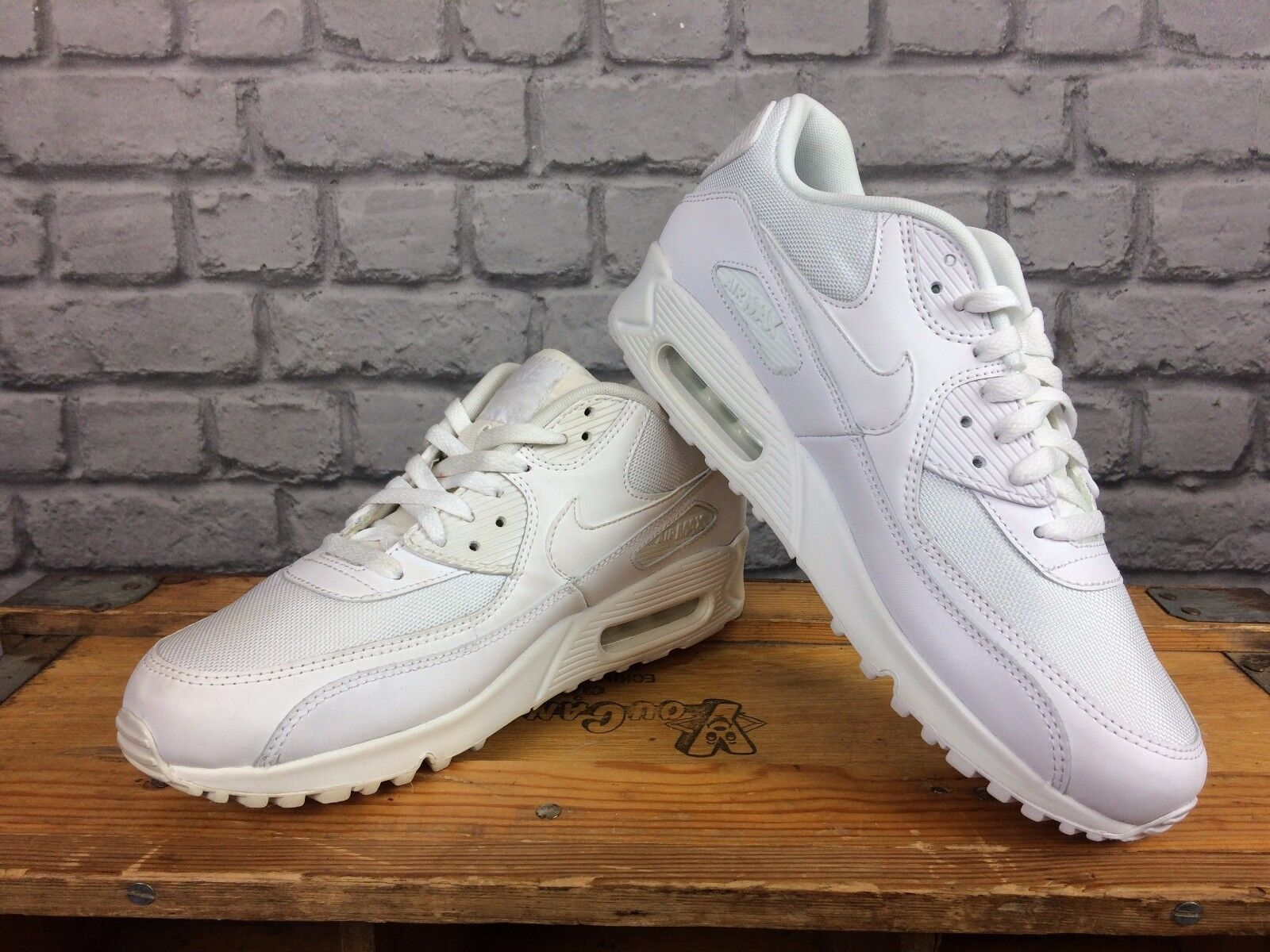 NIKE AIR MAX 90 MENS WHITE LEATHER MANY CROSSTOWN TRAINER RRP £100 MANY LEATHER SIZES cfa97f