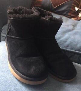 6f4fba2e44d Details about Koolaburra by UGG Black Classic Mini Winter Suede Boot  1015209 Women's Sz 6