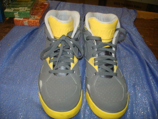 Nike Auto Trainer  Grey &Yellow Sneakers 407935-002 Comfortable