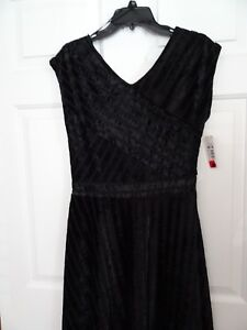 NEW-DIRECTIONS-LADIES-SIZE-PM-BLACK-V-NECK-DRESS-DRESSY-FORMAL-EMBOSSED-NWT