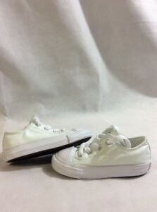 137ba54fe4eb All Star Converse Chuck T Low Top Baby Toddlers Size 7 White UK7 Eur ...