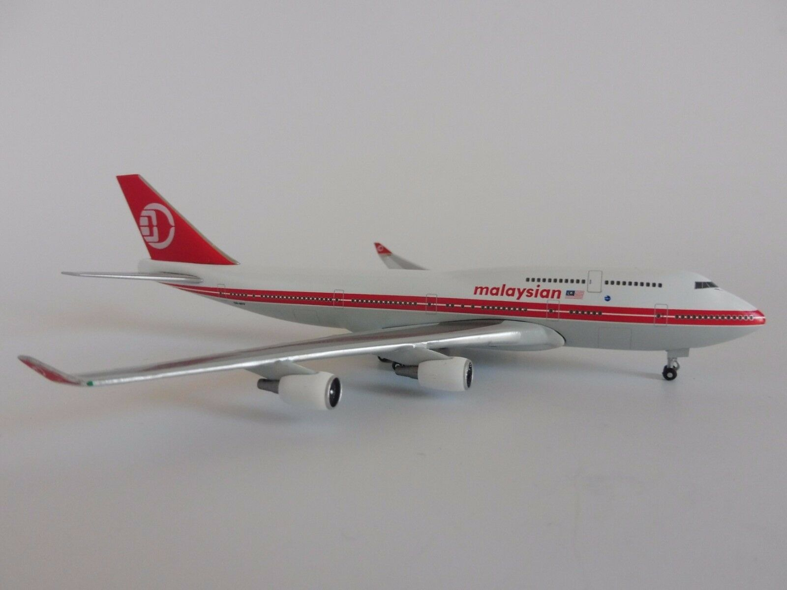 ahorra hasta un 30-50% de descuento Malaysian Retro Boeing Boeing Boeing 747-400 1 500 Herpa 529679 Jumbo 747 Malasia  ahorra hasta un 80%