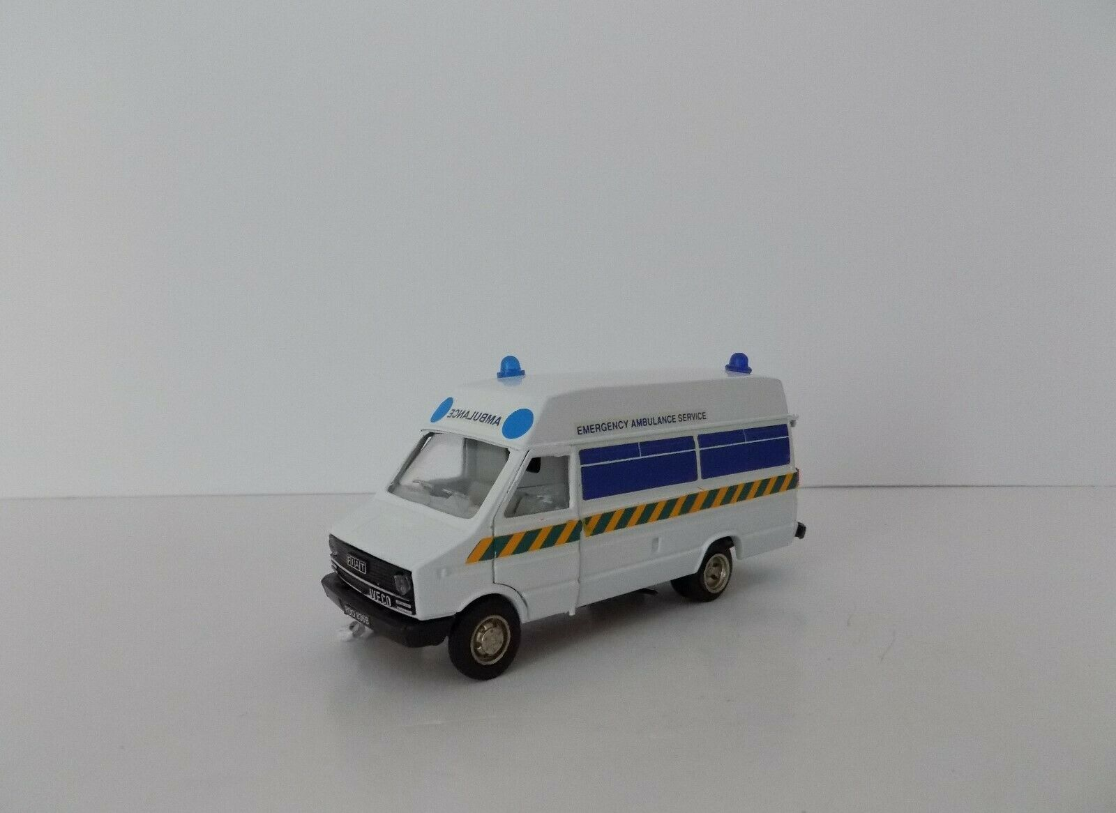 OLD CARS ITALY FIAT IVECO AMBULANCE NEAR MINT BOXED 1 43