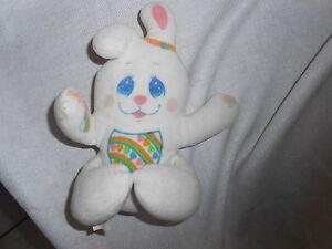 PLUSH-1985-white-vintage-mattel-bunny-baby-rattle-hearts-rabbit-rainbow
