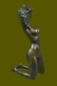 Aldo-Vitaleh-Nude-Girl-Beneath-The-Wind-Bronze-Sculpture-HotCast-Figurine-Decor