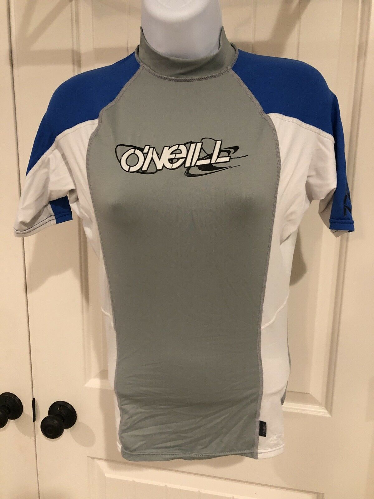 O'Neill, Womens Small Short Sleeved Mock Neck Surfing Shirt Gray White And Blue