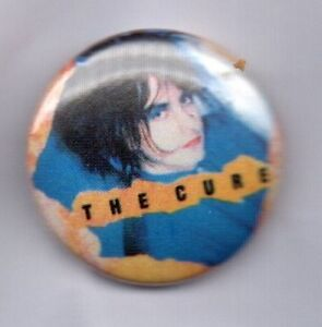 THE-CURE-BUTTON-BADGE-ENGLISH-ROCK-BAND-GOTH-ROBERT-SMITH-80s-90s-PIN-25mm