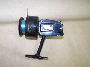 Old-Fishing-Reel-Stable-321