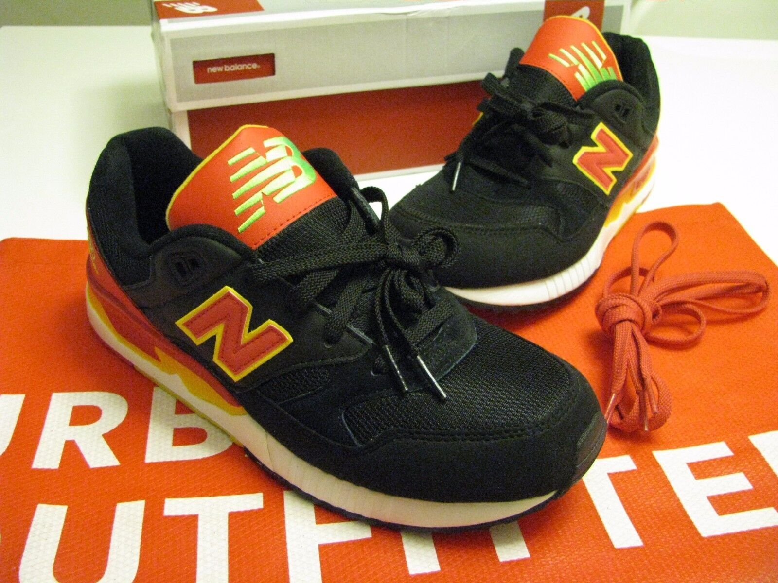NEW Urban Outfitters New Balance M530PIN Running Sneaker Size 9.5