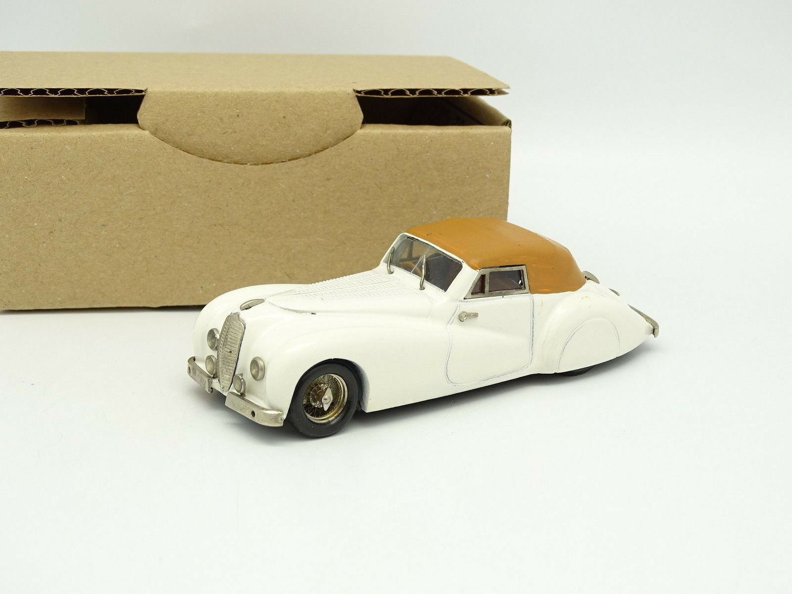 Belle kit assembled 1 43 - Delahaye 135ms by all 1948 white