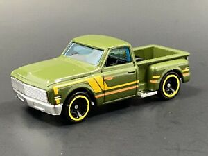 1969 69 CHEVY CHEVROLET STEP SIDE PICKUP TRUCK RARE 1:64 SCALE DIECAST MODEL CAR