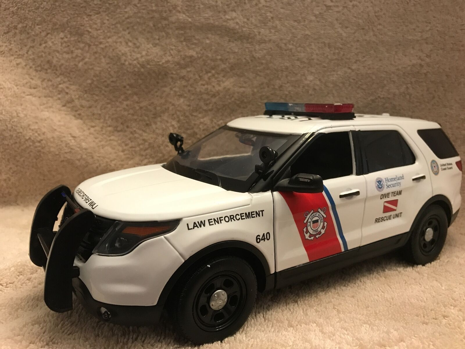 1/18 SCALE US COAST GUARD FORD SUV DIECAST MODEL WITH WORKING LIGHTS AND SIREN